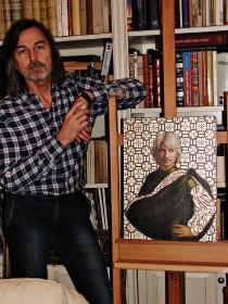 Никас Сафронов дома со своим портретом Дмитрия Хворостовского (Фото Юлии Руденко)