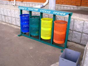 Урны для мусора на вокзале в Балашове. Фото Юлии Руденко.