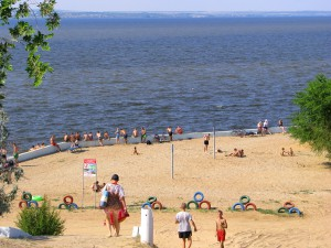 Пляж в Николаевске на Волге. Фото Юлии Руденко.