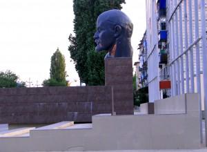 Памятник Владимиру Ленину в городе Николаевске. Фото Юлии Руденко.