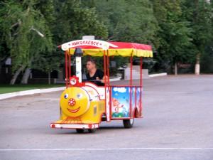 Детский паровозик в городе Николаевске. Фото Юлии Руденко.