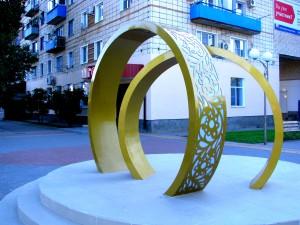 Обручальные кольца у ЗАГСа в Николаевске. Фото Юлии Руденко.