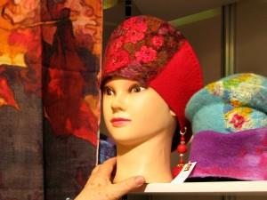 Валяная шапочка Лидии Цховребовой. Фото Юлии Руденко.