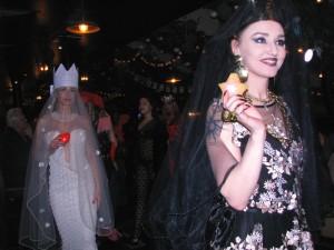 Евгения Кове-Петрова на показе Ланы Киселёвой в джаз-клубе Алексея Козлова. Фото Юлии Руденко.