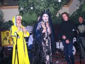 Лана Киселёва, Евгения Кове-Петрова и Савва Дмитриев в джаз-клубе Алексея Козлова. Фото Юлии Руденко.