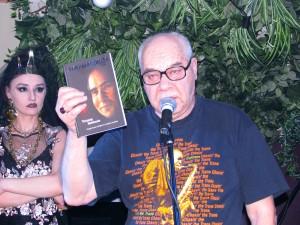Михаил Сапожников на показе Ланы Киселёвой в джаз-клубе Алексея Козлова. Фото Юлии Руденко.