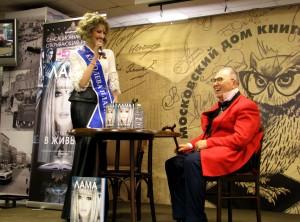 Модель, певица Лама Сафонова и кутюрье Вячеслав Зайцев. Фото Юлии Руденко.